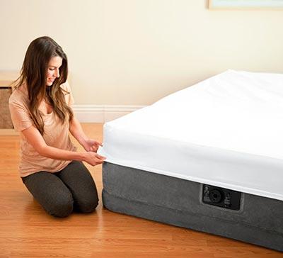 64414 Надувная кровать двуспальная с встроенным насосом Intex (152х203х46)