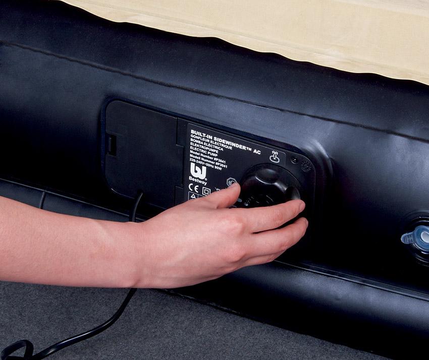 67483 Надувная кровать Soft-Back Elevated Airbed(Queen) Bestway 226х152х74 см со встроенным насосом