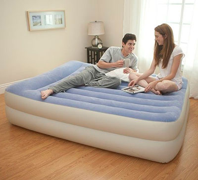 67714 Надувная кровать двуспальная с встроенным насосом Intex (152х203х47)