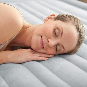 67770 Надувная кровать двуспальная с встроенным насосом Intex (152х203х33)
