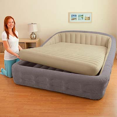 67972  Надувная кровать двуспальная с внешним насосом Intex (193х241х76)