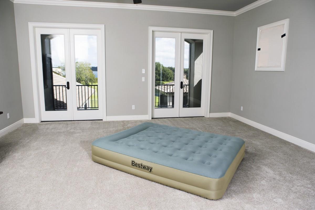 69003 Надувная кровать Refined Fortech Bestway 203х152х33см, встроенный электронасос