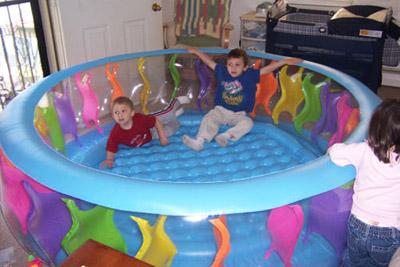 56480 Бассейн надувной прозрачный с цветной вставкой 229х56