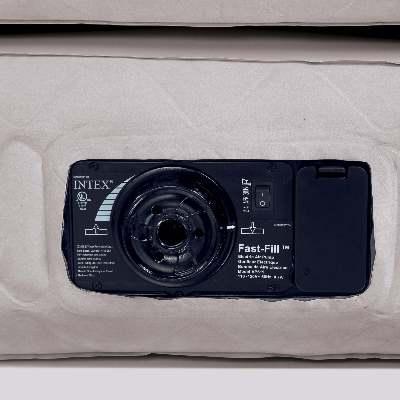66958 Надувная кровать Intex Ultra Plush, со встроенным электронасосом 220В (203x152x46)